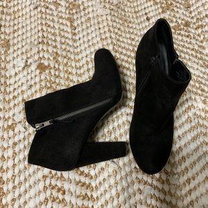 Madden girl Lesslie black suede zip up booties